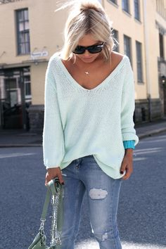 Mint slouchy sweater with that turquoise bracelet and boyfriend jeans. Someone got it right.