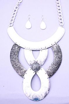 Silver Matte Textured Metal Plate Design Necklace Set