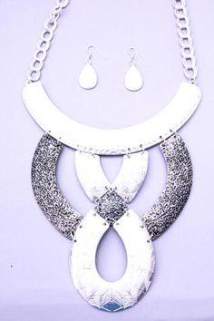 Silver Matte Textured Metal Plate Design Necklace Set