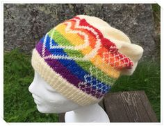 Ravelry: Bittas Pridelue pattern by Bitta Mikkelborg Knitted Hats, Crochet Hats, Ravelry, My Design, Knitting, Red, Knits, Patterns, Decor