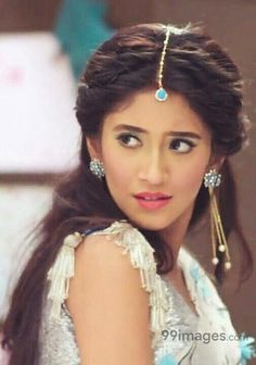 Shivangi Joshi is an Indian television actress known for playing the roles of Poonam in Begusarai and Ayat in the Colors daily soap Beintehaa. She is currently playing the main lead role of Naira Goenka in Star Pluss Yeh Rishta Kya Kehlata Hai. Black And Silver Eye Makeup, Up Hairstyles, Wedding Hairstyles, Hottest Tv Actresses, Kerala Saree Blouse Designs, Shivangi Joshi Instagram, Front Hair Styles, Saree Photoshoot, Cute Girl Face