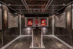 Granatium in Radenthein Der 300 Meter lange Stollen, der an die Ausstellung anschließt, gibt Besuchern Einblick in die unterirdische Heimat des Edelsteins. Vorbei an einem kleinen, klaren See, Pyrit-, & Granatadern und einer kleinen Bühne auf der immer wieder Konzerte aber auch Theateraufführungen stattfinden, geht es wieder ins Freie. Dort befindet sich das Schürfgelände am Kaninger Bach, wo man sich auch selbst ans Werk machen kann.