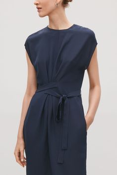 Model side image of Cos silk dress with wrap tie in blue - Summer Dresses Cos Fashion, Minimal Fashion, Retro Fashion, Fashion Trends, High Fashion, Cos Dresses, Casual Dresses, Short Dresses, Summer Dresses