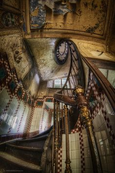 abandoned maison heinen in luxembourg photo by roman solowiej
