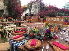 Peru Wedding, The Wedding Date, Wedding Ideas, Mexican Birthday Parties, Mexican Fiesta Party, Mexican Themed Weddings, Hacienda Wedding, Spanish Wedding, Ideas Para Fiestas