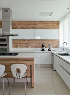White wood kitchen minimalist white kitchen design with wood and natural feel white kitchen cabinets wood island White Wood Kitchens, Kitchen Style, Wood Kitchen Backsplash, Kitchen Remodel, Modern Kitchen, Home Kitchens, Kitchen Dinning, Kitchen Design, Kitchen Living