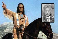 """Pierre Brice als Winnetou. Der Häuptling kämpfte als edler, guter Indianer mit seiner """"Silberbüchse"""" auf seinem Pferd Iltschi für Gerechtigkeit und Frieden."""