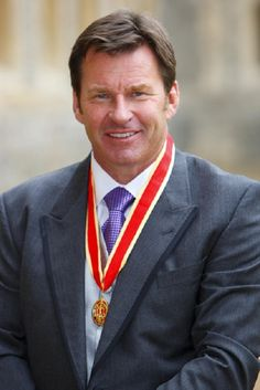 Nick Faldo (11) majors total : U.S Masters (1989,1990,1996) British Open (1987,1990, 1992) British PGA (1978,1980,1981,1989) British Masters (1989). Currently has the most European majors (8) and the 9th best record in the world.