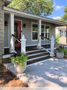 40 Incredible farmhouse front porch design ideas - Page 8 of 44 - Fathinah Decor Front Porch Deck, Front Porch Remodel, Front Porch Addition, Front Porch Railings, Front Porch Makeover, Small Front Porches, Farmhouse Front Porches, Front Porch Design, Front Porch With Columns