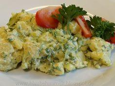 Sommerzeit ist auch Grillzeit. Und dieser herrliche Kartoffelsalat von Susi sollte auf keiner Gartenparty fehlen. Das Rezept liefert sie direkt mit dazu. http://blaubehimmelt.blogspot.de/2013/06/120613-vegan-wednesday-kartoffelsalat.html