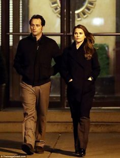 Night shift: Keri Russell and Matthew Rhys were spotted filming scenes for their TV show The Americans in New York on Sunday Keri Russell, The Americans Tv Show, Matthews Rhys, Watch Netflix, Night Shift, Tv Series, Tv Shows, New York, Film