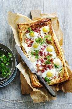 Eat Stop Eat To Loss Weight - Tarte aux oeufs et au bacon Plus - In Just One Day This Simple Strategy Frees You From Complicated Diet Rules - And Eliminates Rebound Weight Gain Tart Recipes, Egg Recipes, Snack Recipes, Pizza Recipes, Healthy Snacks, Healthy Eating, Healthy Recipes, Egg And Bacon Pie, Bacon Egg