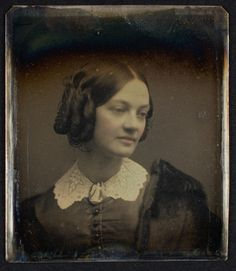 Very pretty front/side hair to do with short hair; use faux chignon at back! Source by msmcknittington hair fashion clothing Vintage Pictures, Old Pictures, Vintage Images, Old Photos, Victorian Photography, Tintype Photos, Victorian Hairstyles, Victorian Photos, History Of Photography