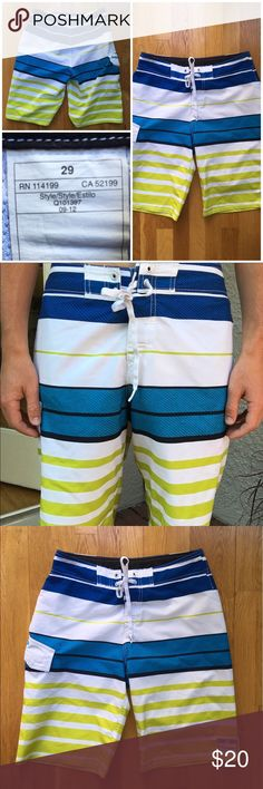 """🔷 QuikSilver Board Shorts 🔷 These board shorts are barely worn and in perfect condition! They are extremely light and great for summer! Size 29 waist. I'm 5'9"""" and the shorts go just below my knees. Let me know if you have any questions 😄 Quiksilver Swim Board Shorts"""