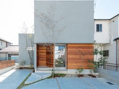 House Design Facade Stairs For 2019 Japanese Modern House, Modern Tropical House, Modern House Design, Facade Design, Exterior Design, Old House Decorating, Zen House, Halls, Small House Exteriors