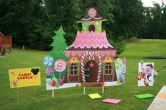They made their entire yard into a candy land board game for a party. They made their entire yard into a candy land board game for a party. Candy Land Party, Candy Land Theme, Candy Land Christmas, Christmas Yard, Christmas Ideas, Christmas Decorations, Candy Castle, Hansel Y Gretel, Festa Party