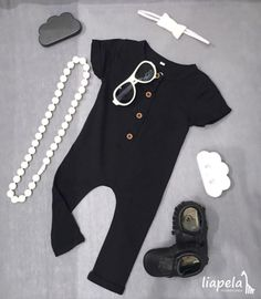 This cute outfit can be for girls 👧🏻 or boys 👦🏼 #monochrome ◻️◼️ Available at our stores 👖 jumper $19.99 🕶 sunglasses $20.00 👞 moccasins $48.00 🎀 headband set of 3 $9.99 ☁️ cloud set $9.99 📿 necklace $29.99 Like an Instagram @LiapelaModernBaby