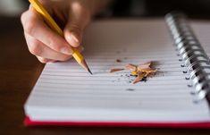 """""""La relación entre lectura, ortografía y escritura es fundamental para nuestros hijos. El niño que ha adquirido el hábito de leer todos los días se expresará mejor por escrito. Y el que lea y escriba tendrá un mejor dominio de la lengua y la ortografía. Fomentarlo no es solo una tarea del colegio, sino que también la familia puede ayudar"""""""