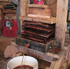 Apple press to make cider. This is a neat idea and looks like a fun and functional project. Beer Brewing, Home Brewing, Apple Cider Press, Homemade Cider, Making Apple Cider, Wine Press, Hobby Farms, Apple Juice, Wine And Beer