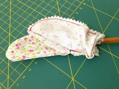 Hilos de azúcar: Tutorial: Como forrar perchas de madera Hanger, Baby Shower, Hobby, Crafts, Diy, Wedding, Tutorials, Baby Dolls, Craft