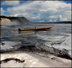 Parque Nacional Canaima, el segundo más grande de Venezuela y uno de los mayores del mundo. Fue creado el 12 de junio de 1962 con el objetivo de proteger las extraordinarias y muy singulares riquezas naturales y escénicas de la región, y en función de su importancia ecológica. Fue declarado Patrimonio de la Humanidad por la UNESCO en 1994. Venezuela