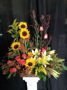 We adore pairing sunflowers, roses and lilies together. Beautiful!