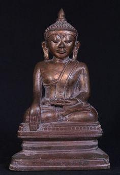 Antique bronze Shan Buddha statue Material: Bronze 28,5 cm high 17,5 cm wide 12 cm deep Shan (Tai Yai) style Bhumisparsha Mudra 18th century A top quality piece ! Originating from Burma