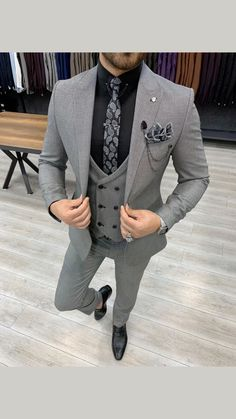 Formal Men Outfit, Formal Suits, Designer Suits For Men, Designer Clothes For Men, Grey Slim Fit Suit, Light Grey Suits, Gray Suits, Black Suits, Terno Slim