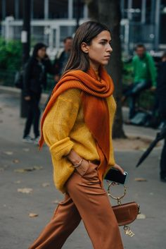 Fashion Week A dark orange, gold and a copper brown, these colors scream autumn!A dark orange, gold and a copper brown, these colors scream autumn! Street Style Outfits, Mode Outfits, Fashion Outfits, Fashion Clothes, Style Clothes, Dress Fashion, Casual Outfits, Street Style 2018, Workwear Fashion