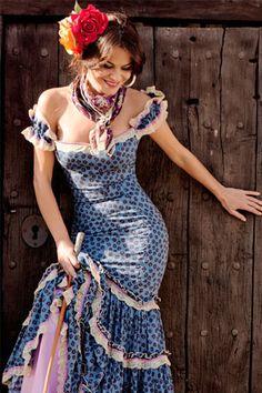 Amauro Gypsy Style, Bohemian Style, My Style, I Love Fashion, Fashion Show, Fashion Looks, Dance Outfits, Sexy Outfits, Spanish Dress