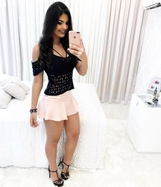 love for the mini skirts.and the sexy girls Sexy Outfits, Skirt Outfits, Sexy Dresses, Short Dresses, Fashion Outfits, Femmes Les Plus Sexy, Girls Be Like, Ladies Dress Design, Ideias Fashion