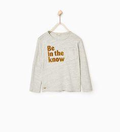 T-shirt textura e texto
