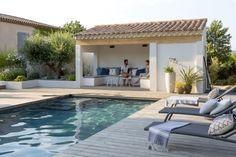 Parcourez les images de Piscine de style de style Méditerranéen de AIX-EN-PROVENCE – Rénovation d'inspiration contemporaine. Inspirez-vous des plus belles photos pour créer votre maison de rêve.