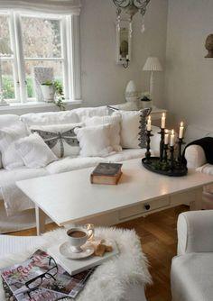 Kleines Weisses Wohnzimmer Im Shabby Chic Stil Dekorieren