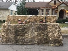Portable, hand-made duck blind! Goose Blind, Duck Boat, Duck Duck, Jon Boat, Duck Hunting Blinds, Duck Blind Plans, Dove Hunting, Boat Blinds, Waterfowl Hunting