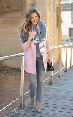 9 sweet winter outfits with a pink coat that you can totally copy Take a look at the best winter outfits with a pink coat that you can totally copy in the photos below and get ideas for your own amazing outfits! Winter Fashion Outfits, Fall Winter Outfits, Look Fashion, Autumn Fashion, Womens Fashion, Casual Winter, Fashion Clothes, Winter Date, Trendy Fashion