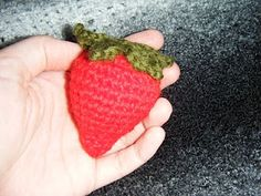 Free craft patterns!: crochet(Crocheted Strawberry)