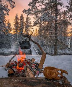 *🇫🇮 Winter campfire (Finland) by Asko Kuittinen ❄️ Bushcraft Camping, Camping Survival, Outdoor Survival, Wilderness Survival, Winter Camping, Camping And Hiking, Camping Life, Camping Glamping, Backpacking