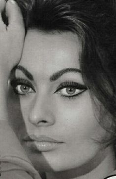 Sophia Loren has brows and eyeliner for days. And the most beautiful sultry eyes ever.