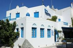 This centrally located hotel in Naxos' capital is 80 metres from the blue-flag St. Beach Cafe, Cafe Bar, Greek Islands, Planet Earth, Santorini, Greece, Europe, Mansions, House Styles