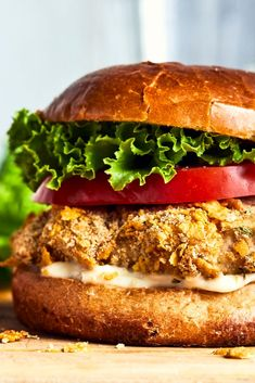 The crispy effect of fried chicken, but without all the fat and the smell of a deep fryer in the hou Crispy Chicken Burgers, Fried Chicken, Mini Burgers, Salmon Burgers, Cute Food, Good Food, Yummy Food, Hamburger Pizza, Sandwiches For Lunch