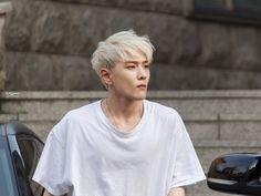 Dong hyuk (DK) ♡ iKON ♡ omgggg his shoulderssss 😍 Kim Jinhwan, Chanwoo Ikon, K Pop, Bobby, Ikon Member, Winner Ikon, Jay Song, Ikon Kpop, Musica