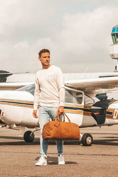 𝗟𝗲𝘁'𝘀 𝘀𝘁𝗮𝗿𝘁 𝘁𝗵𝗲 𝗷𝗼𝘂𝗿𝗻𝗲𝘆. 🗺️  #honouryoursuccess #leather #leatherbags #summer #sea #ocean #backpack #leatherbag #roadtrip #airplane #journey #lerentas #weekender #holiday #sunnyday #sand #sunshine #mychesterfieldbag #happy #happyplace #discover #TheChesterfieldBrand #chesterfieldbags #vakantie Weekend Bags, The Ch, Chesterfield, Weekender, Sunny Days, Airplane, Leather Bag, Baby Strollers, Road Trip