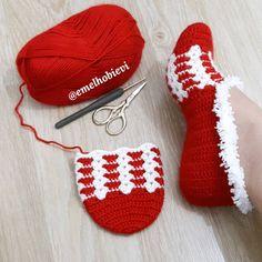 Best 12 Good evening günler In the past days, what is a red duck Chunky Crochet, Diy Crochet, Crochet Crafts, Artisanats Denim, Cute Shoes Boots, Knitting Patterns, Crochet Patterns, Crochet Slipper Pattern, Crochet Baby Boots
