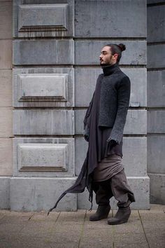 Avantgarde Inspiration Album is part of Man skirt Post with 1513 views Avantgarde Inspiration Album - Looks Street Style, Looks Style, Mode Masculine, Mode Sombre, Post Apocalyptic Fashion, Look Man, Inspiration Mode, Men Street, Dark Fashion