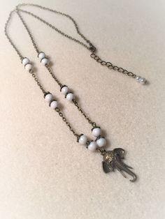 """Collier """"L'éléphant de blanc et de bronze"""" : Collier par les-breloques-de-bel"""