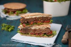 Sandwich à la viande hachée  http://www.culinaireamoula.com/2016/03/sandwich-a-la-viande-hachee.html