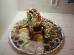 holiday coolie tray with gingerbread sleigh