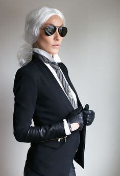 Halloween Traditions Karl Lagerfeld Halloween Kostüm Source by dress ideas Costume Halloween, Mode Halloween, Looks Halloween, Halloween Carnival, Couple Halloween, Halloween Festival, Halloween Outfits For Women, Best Kids Costumes, Diy Couples Costumes