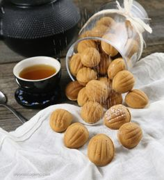 Oreshki are walnut shaped cookies filled with a dulce de leche filling, creating one of the most admired Russian cookies! Russian Desserts, Kinds Of Desserts, Russian Recipes, Finnish Recipes, Cake Ingredients, Homemade Tacos, Homemade Taco Seasoning, Russian Cookies, Cookies
